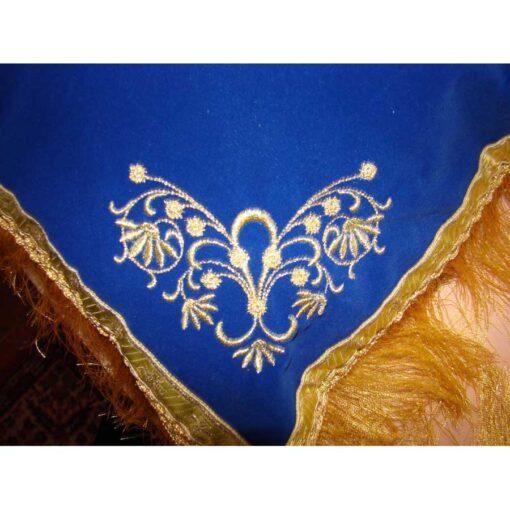 Pernuta brodata cu ingerasi si model floral in colturi
